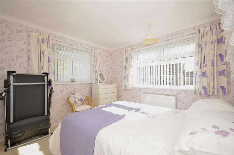 2 Bedrooms Bungalow for sale in Marylands Crescent, Bognor Regis, West Sussex