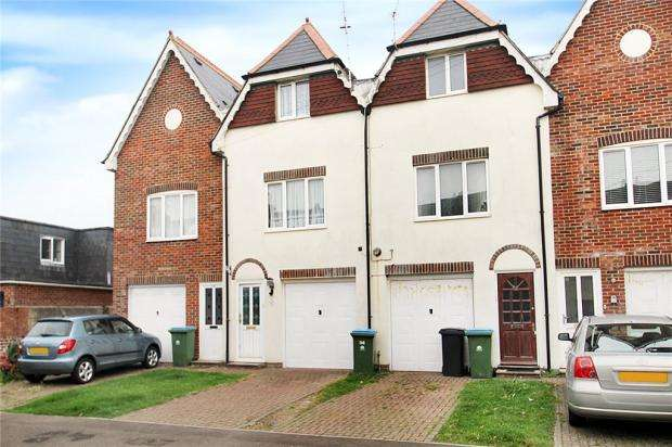 3 Bedrooms Terraced House for sale in Bayford Road, Littlehampton, West Sussex, BN17