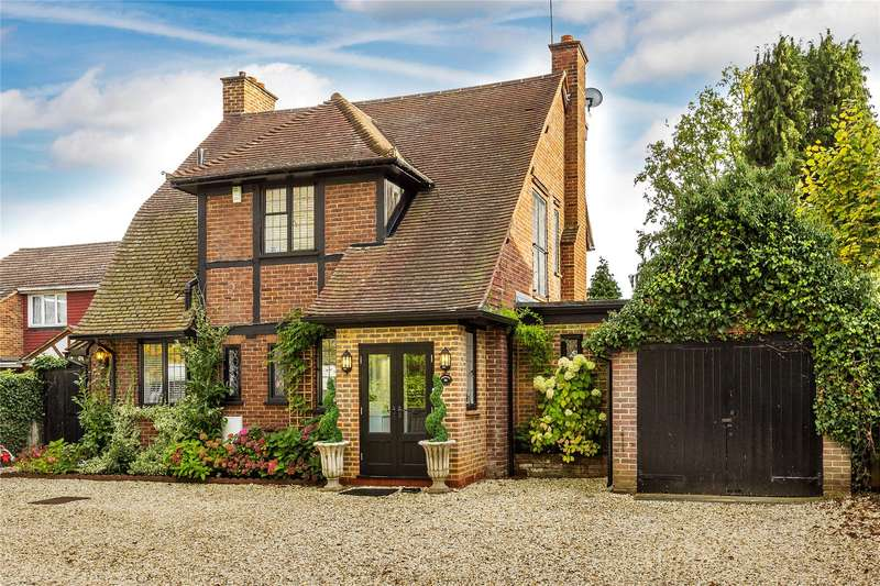 5 Bedrooms Detached House for sale in Oriental Road, Woking, Surrey, GU22