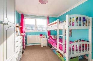 3 Bedrooms Terraced House for sale in Vanquisher Walk, Gravesend, Kent, Gravesend