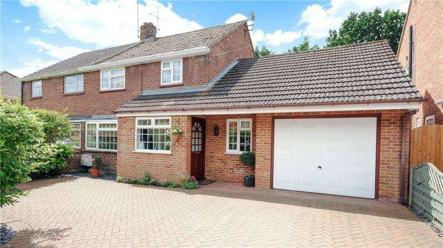 3 Bedrooms Semi Detached House for sale in Beechwood Close, Ascot, Berkshire