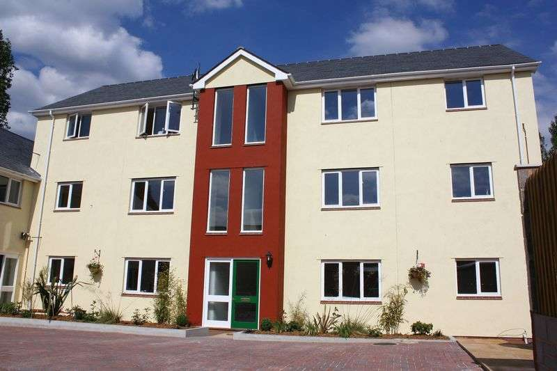 2 Bedrooms Flat for sale in Boniface Court, Crediton