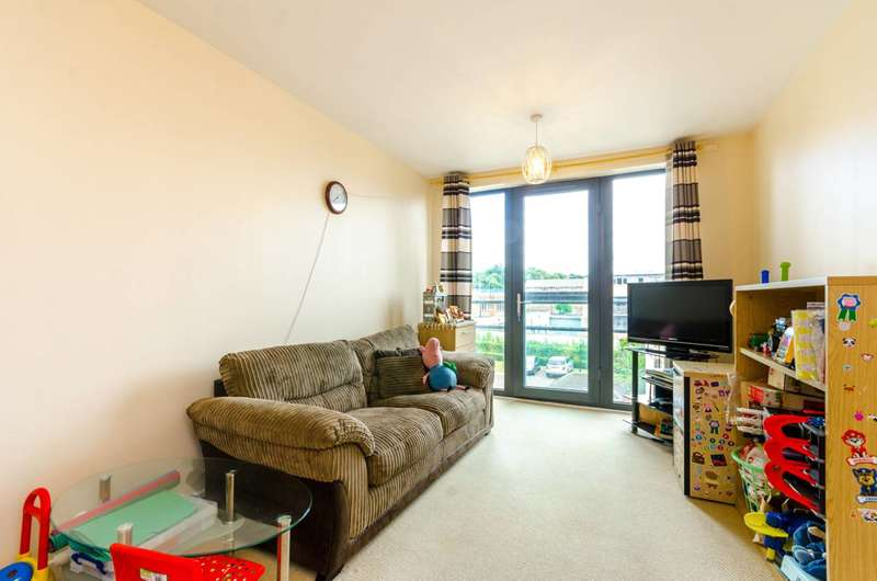 2 Bedrooms Flat for sale in Maitland Road, Stratford, E15