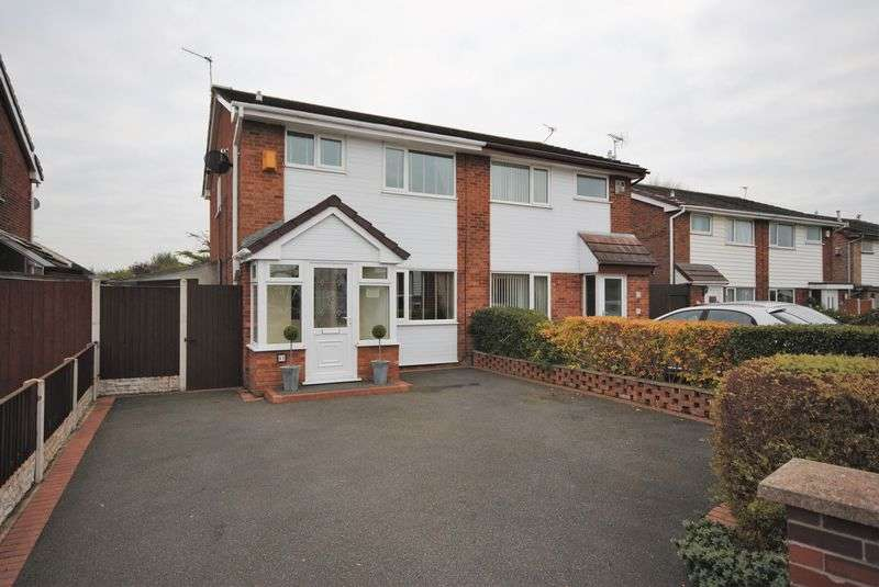 3 Bedrooms Semi Detached House for sale in Amberley Avenue, Saughall Massie
