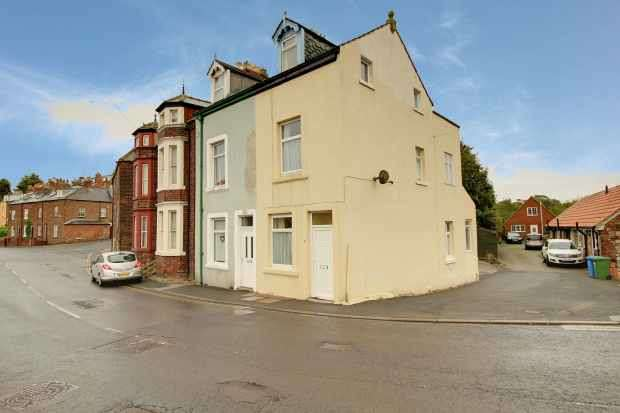 4 Bedrooms Semi Detached House for sale in Spital Bridge, Whitby, North Yorkshire, YO22 4EG