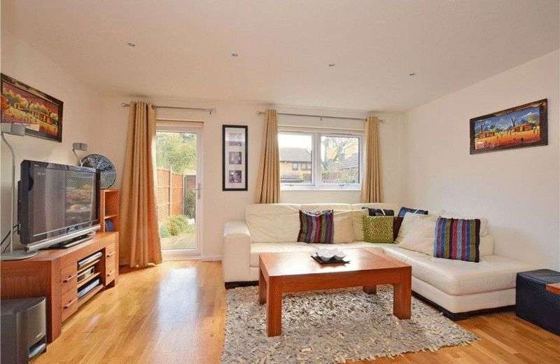 3 Bedrooms House for sale in We are delighted to offer this superb three bedroom modern terraced house close to Mudchute Station.