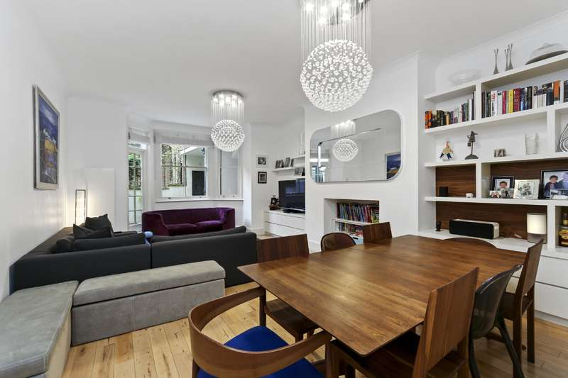 3 Bedrooms Flat for sale in Lyndhurst Road, Hampstead