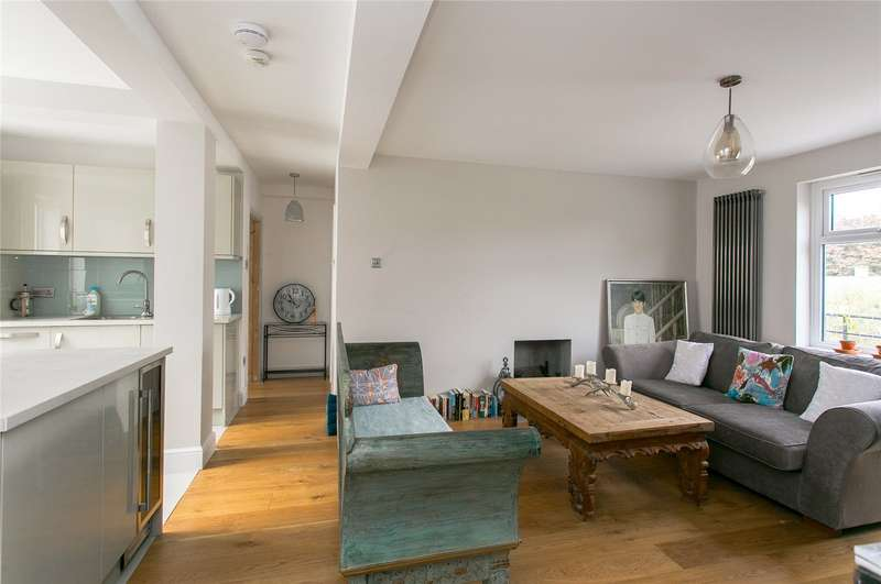 2 Bedrooms Flat for sale in Forest Croft, Taymount Rise, London, SE23