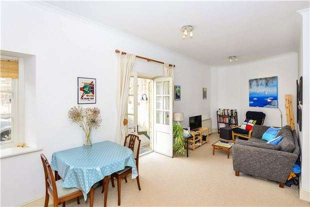 2 Bedrooms Flat for sale in The Hexagon, Kempthorne Lane, BATH, Somerset, BA2 5RS