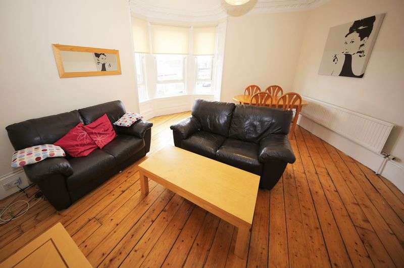 3 Bedrooms Flat for sale in Clepington Road, Dundee DD3 8AY