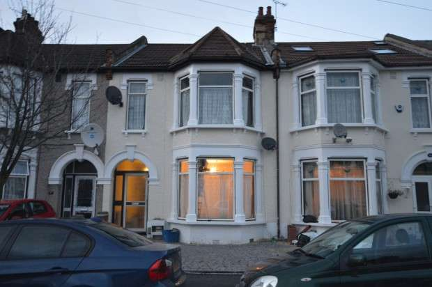 4 Bedrooms Terraced House for rent in Felbrigge Road, Seven Kings, Ilford, IG3