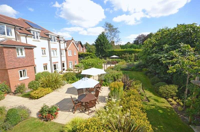 2 Bedrooms Flat for sale in Cornerway Lodge, Grayshott