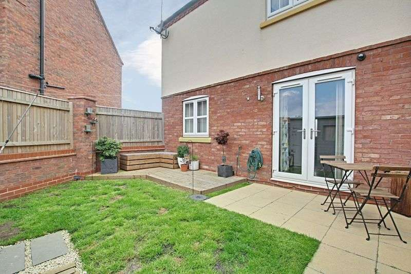 1 Bedroom Flat for sale in Shinewater Park, Kingswood