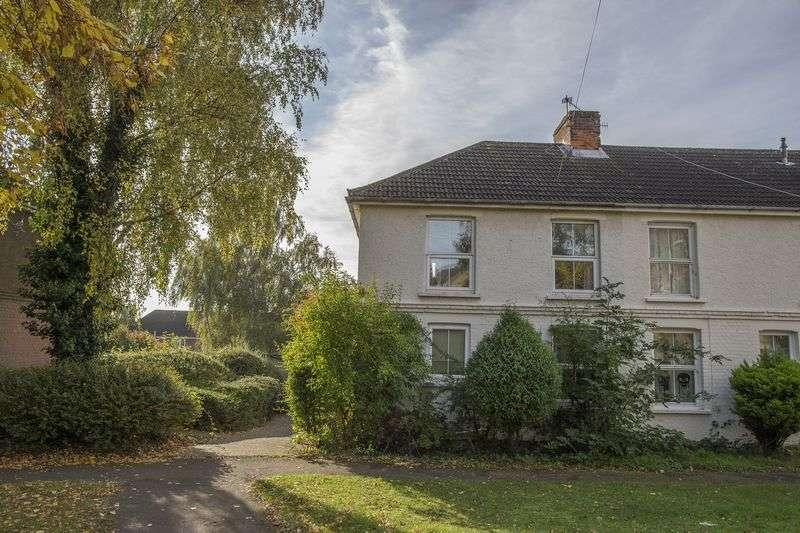 3 Bedrooms Terraced House for sale in Brockesby Walk, Bury St. Edmunds