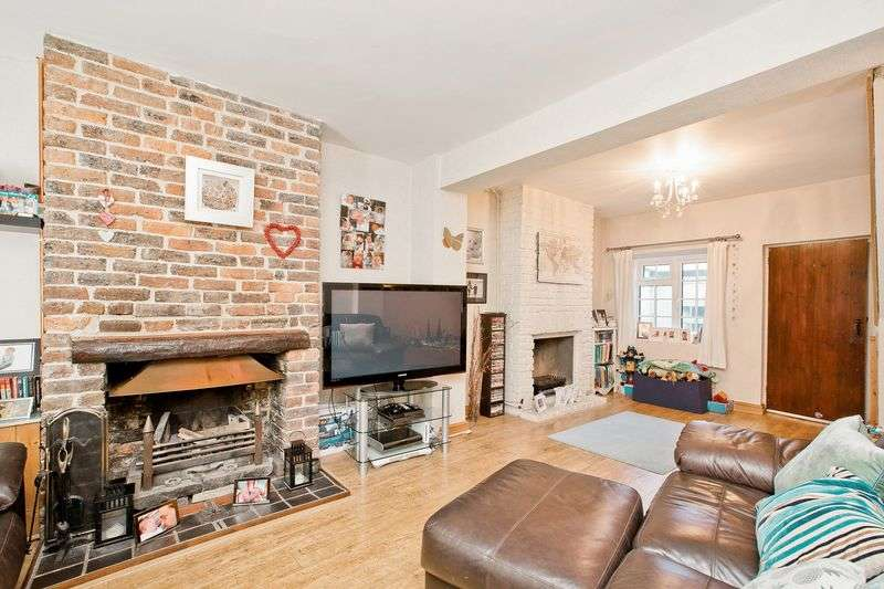 2 Bedrooms House for sale in Colwell Road, Haywards Heath