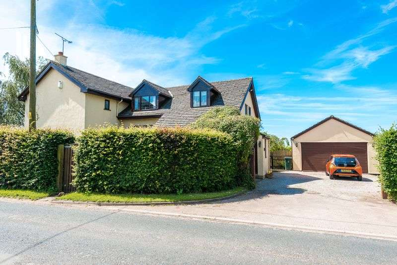 4 Bedrooms Detached House for sale in Fir Tree Lane, Aughton