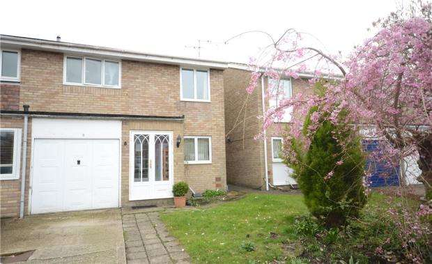 3 Bedrooms Semi Detached House for sale in Adlington Place, Farnborough, Hampshire