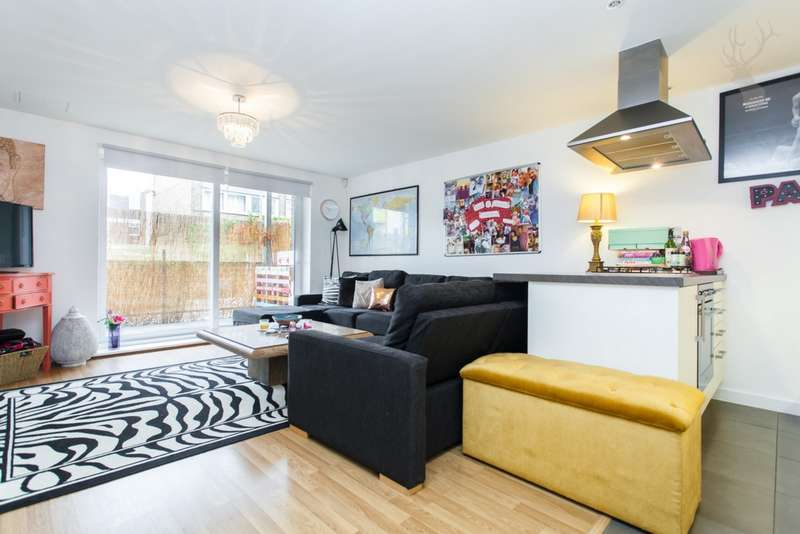 1 Bedroom Flat for sale in Cowden House, William Whiffin Square, Bow, E3