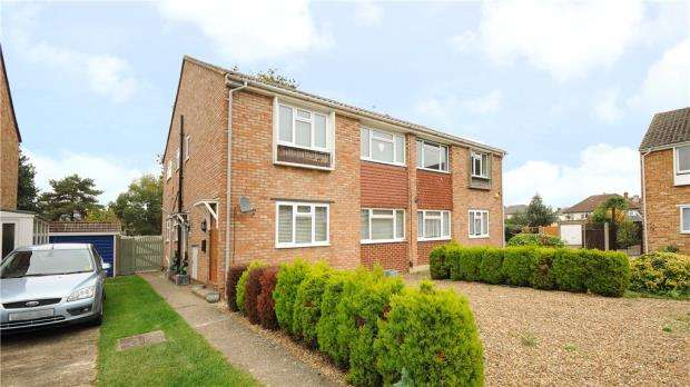 2 Bedrooms Maisonette Flat for sale in Catherine Drive, Sunbury-on-Thames, Surrey