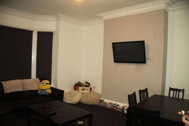 6 Bedrooms Terraced House for rent in Victoria Road, Leeds, LS6