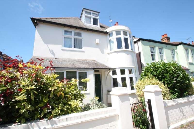 5 Bedrooms Detached House for sale in Connaught Avenue, East Sheen, SW14