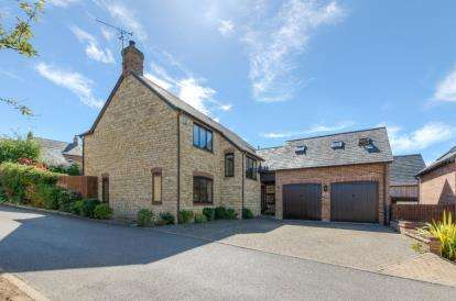 5 Bedrooms Detached House for sale in High Street, Potterspury, Towcester, Northamptonshire