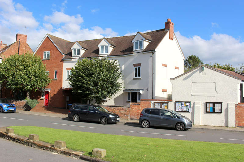 4 Bedrooms Town House for sale in Kineton, Warwickshire