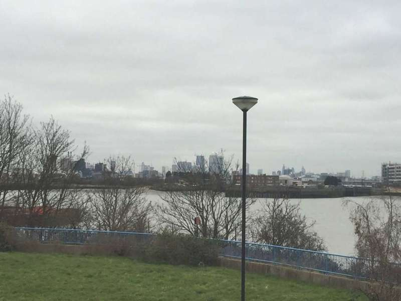 2 Bedrooms Apartment Flat for sale in Hill House, Thamesmead, SE28 0NQ