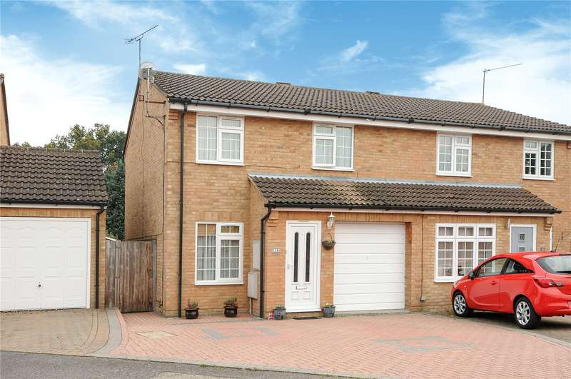 3 Bedrooms Semi Detached House for sale in Appletree Way, Owlsmoor, Sandhurst, Berkshire, GU47