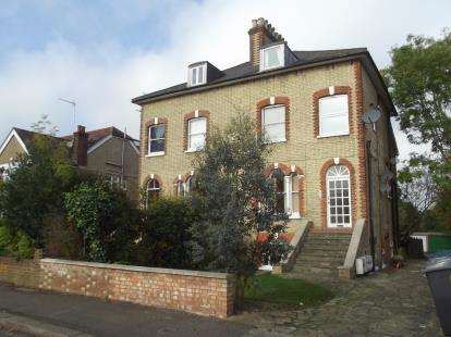 2 Bedrooms Maisonette Flat for sale in Somerset Road, New Barnet, Barnet