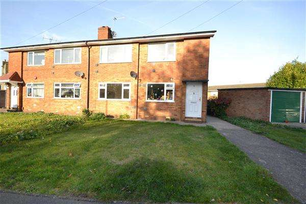 2 Bedrooms Maisonette Flat for sale in Marriott Close, Bedfont
