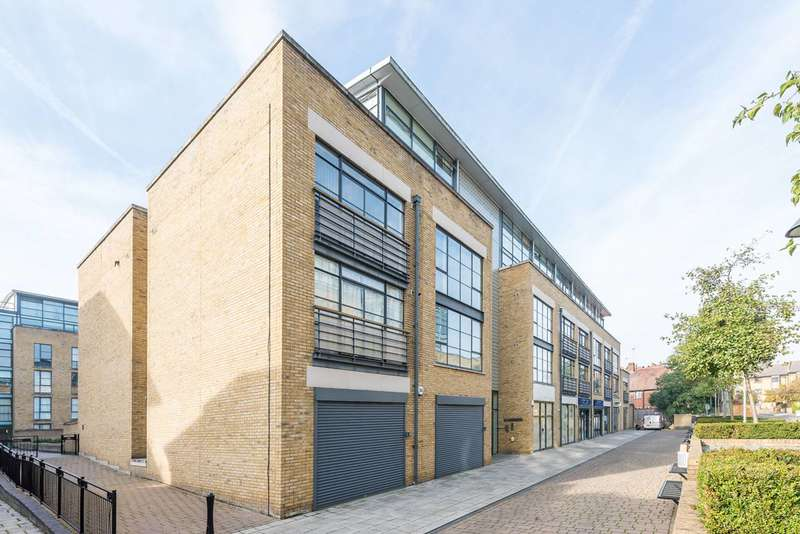 2 Bedrooms Flat for sale in Ferry Lane, Brentford, TW8