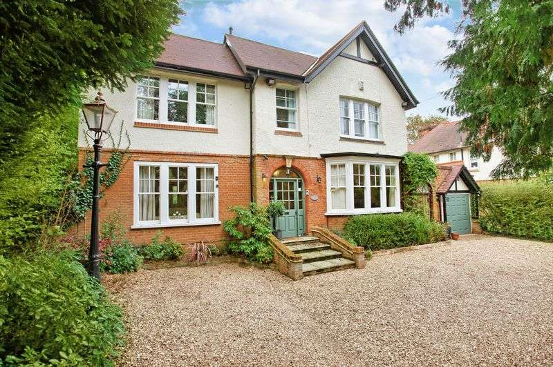 6 Bedrooms Detached House for sale in Roydon, Essex