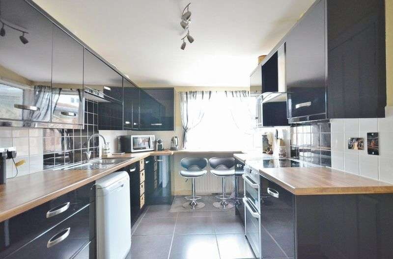 3 Bedrooms Terraced House for sale in Causeway Road, Workington