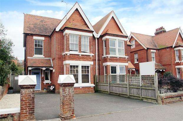 6 Bedrooms Semi Detached House for sale in Beach Road, Littlehampton, West Sussex, BN17