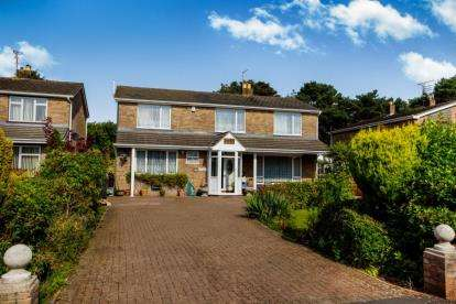 5 Bedrooms House for sale in Fenbrook Close, Hambrook, Bristol