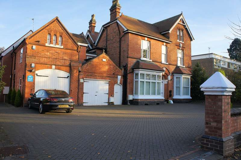 3 Bedrooms Flat for sale in Kineton Lodge, St Bernards Road, Solihull, B92 7BA