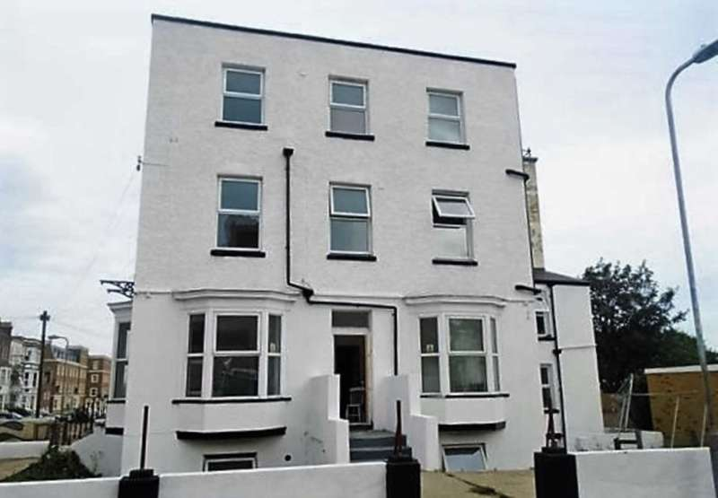 2 Bedrooms Flat for sale in Godwin Road, Cliftonville