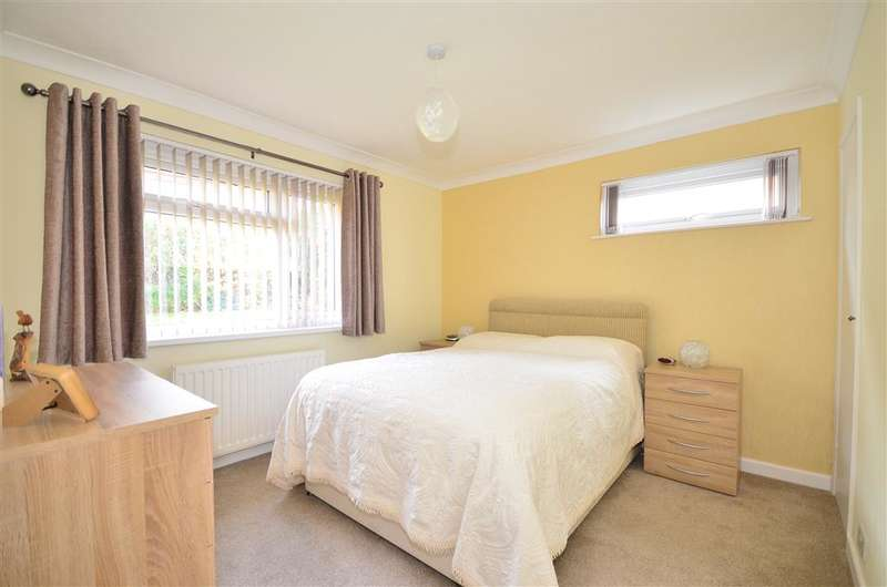 3 Bedrooms Bungalow for sale in Kingston Road, East Cowes, Isle of Wight