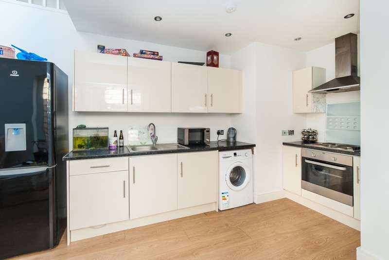 3 Bedrooms Flat for sale in Station Road, Harrow, London, HA1