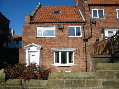 3 Bedrooms End Of Terrace House for sale in Greens Yard, Church Street, Whitby, North Yorkshire