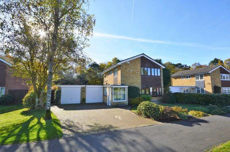 3 Bedrooms Detached House for sale in Bridle Close, Grayshott