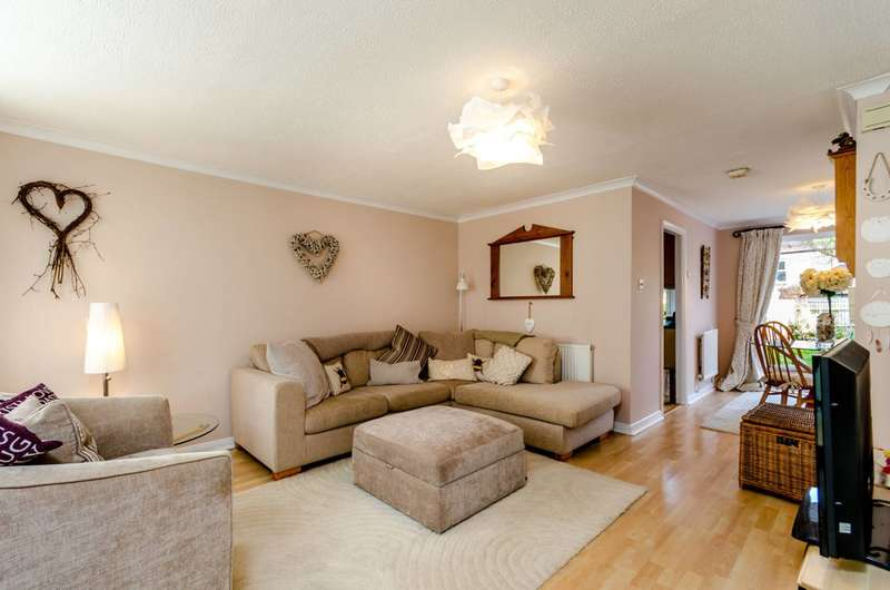 3 Bedrooms House for sale in St Lukes Close, South Norwood, SE25