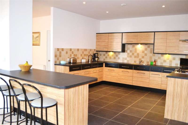 2 Bedrooms Flat for sale in Oakland Mews, St. Michaels Street, Penzance
