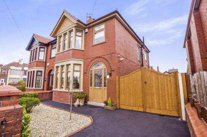 3 Bedrooms Semi Detached House for sale in Pierston Avenue, Blackpool, Lancashire, FY2