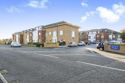 1 Bedroom Flat for sale in Links View Mature Living, Frobisher Drive, Lytham St. Annes, Lancashire, FY8