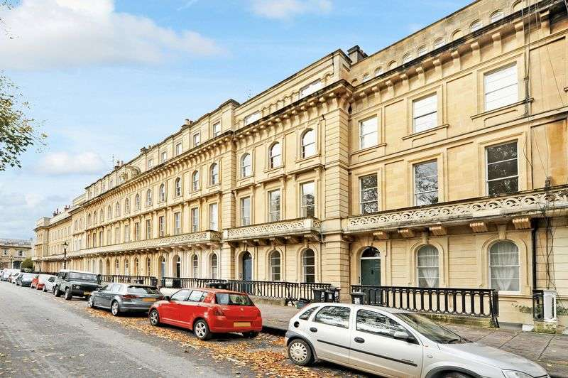 1 Bedroom Flat for sale in Hall Floor Flat, 5 Victoria Square, Clifton, BS8 4EU