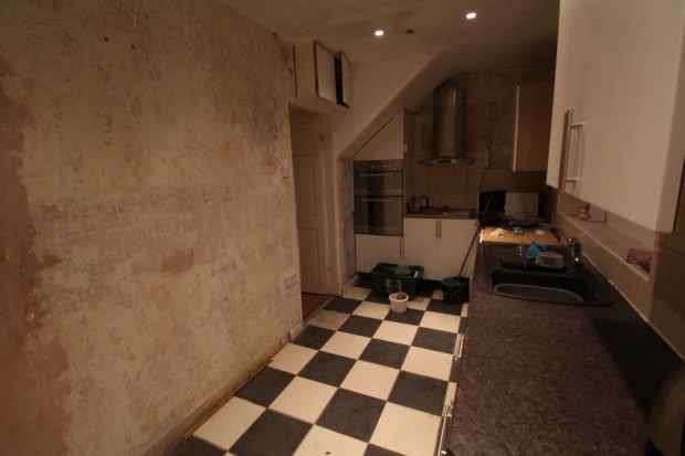 2 Bedrooms Semi Detached House for sale in The Crescent, Chester-Le-Street, Durham, DH2 2DY