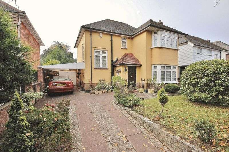 3 Bedrooms Detached House for sale in Castle Lane East, Iford, Bournemouth