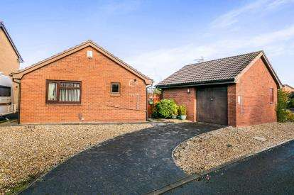 2 Bedrooms Bungalow for sale in Crofters Heath, Great Sutton, Ellesmere Port, Cheshire, CH66